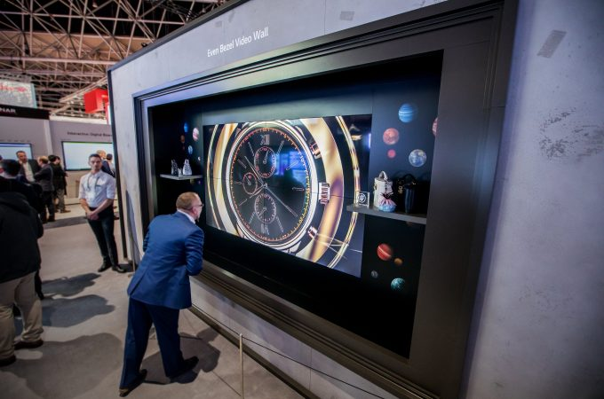 VIDEO WALL-URILE VÂRF DE GAMĂ DE LA LG  ACUM DISPONIBILE PE PIAȚA DIN ROMÂNIA Modelele 55SVH7E și EV5E oferă imagini surprinzător de vii și culori bogate, cu îmbinări ale ecranului aproape invizibile