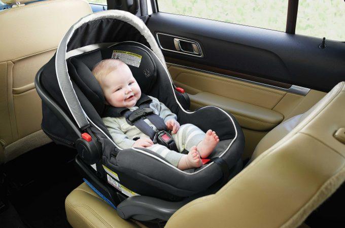 Accesorii esentiale pe care trebuie sa le ai in masina pentru siguranta copilului